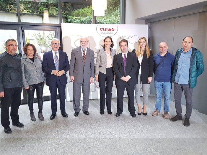 La ministra de Industria visita el centro Izarra Centre de Ermua